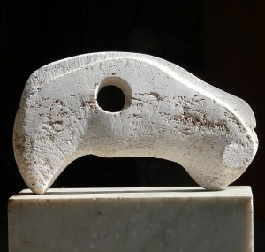 Horsepower - travertin, 25x35x7 cm